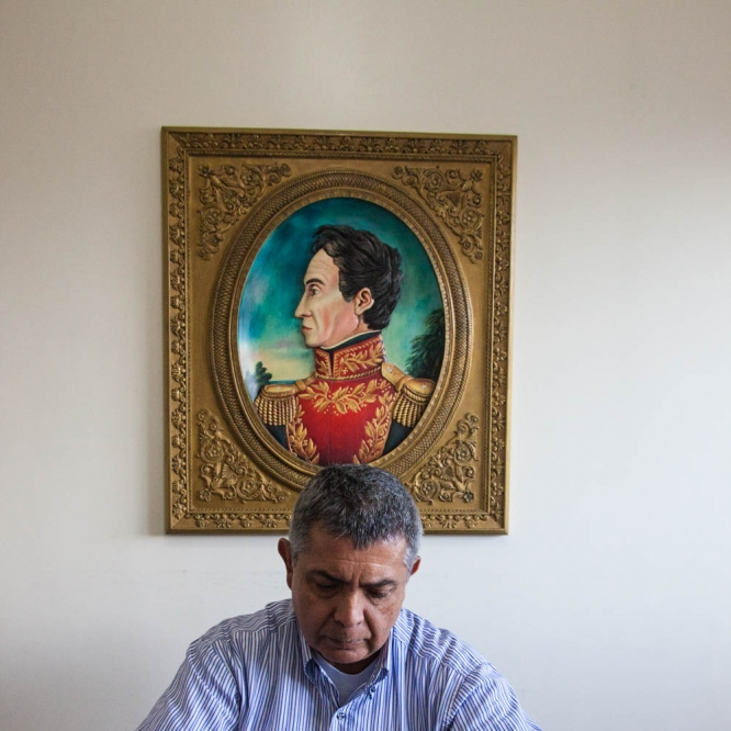 Vivas in his office. His role model, liberator Simón Bolívar, looks towards the left.