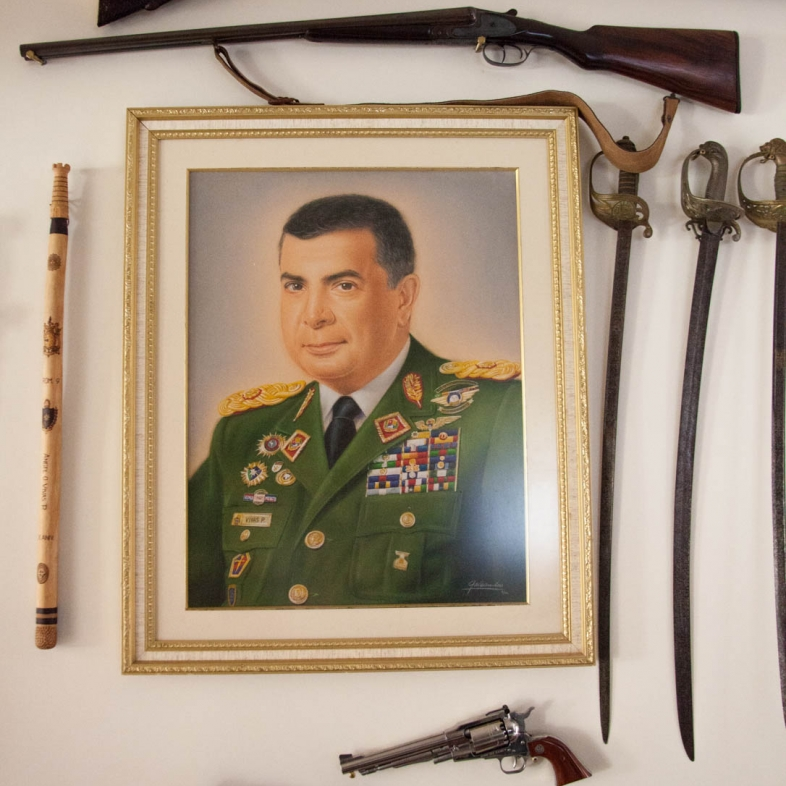 A potrait of Vivas surrounded by his collection of historic arms.