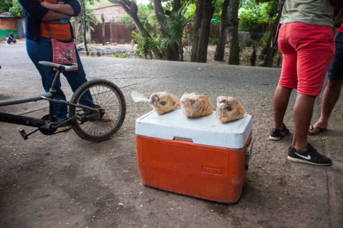 On the black market of Arauca a chicken bought in Venezuela can be sold for the double price.