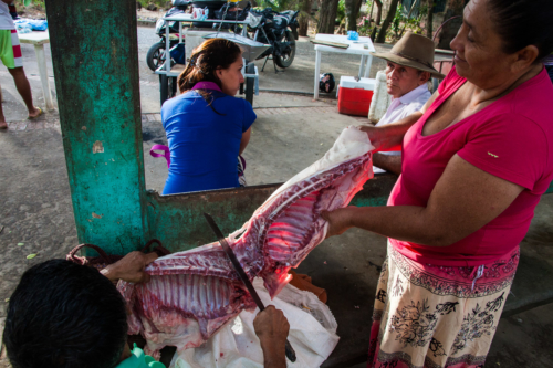 People suffer from hunger in Venezuela. Still, meat produced in the socialist country is sold on Colombian streets.