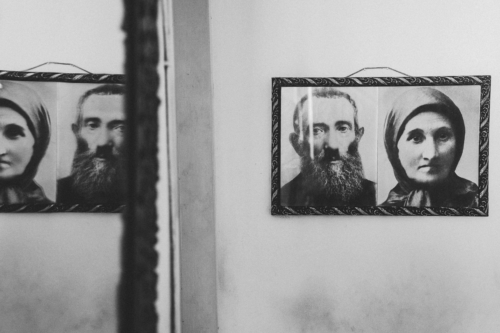 Cudisevich´s family is an example of the social advancement Jews achieved in Venezuela. While his great grandfathers (in a photograph in Cudisevich home) were poor farmers in the Bessarabia region in Eastern Europe, his mother worked as a university professor.
