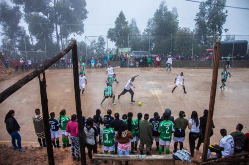 A team of ex fighters is playing soccer against a team from the village Los Robles. The Farc team is going to win the match.
