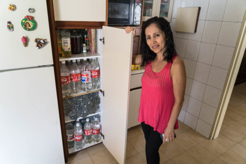 On the day the power failed, something strange happened. I visited my friend Pedro. He had unbelievably many of those Coca-Cola bottles in the kitchen. His wife Maritza told me it was boiled water in case the electricity went out. I thought that was a little over the top and said so too. As soon as I pronounced the words, the electricity network fell across the country. No kidding. I hope nobody reads that in Venezuela and blames me.